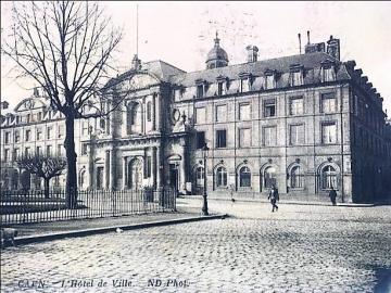 hôtel de ville place de la Rép Caen