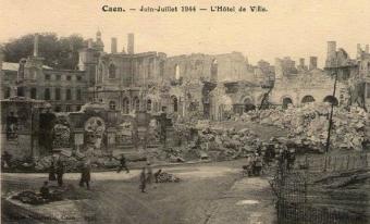 hôtel de ville Caen juin-juillet 1944 Delassalle.jpg